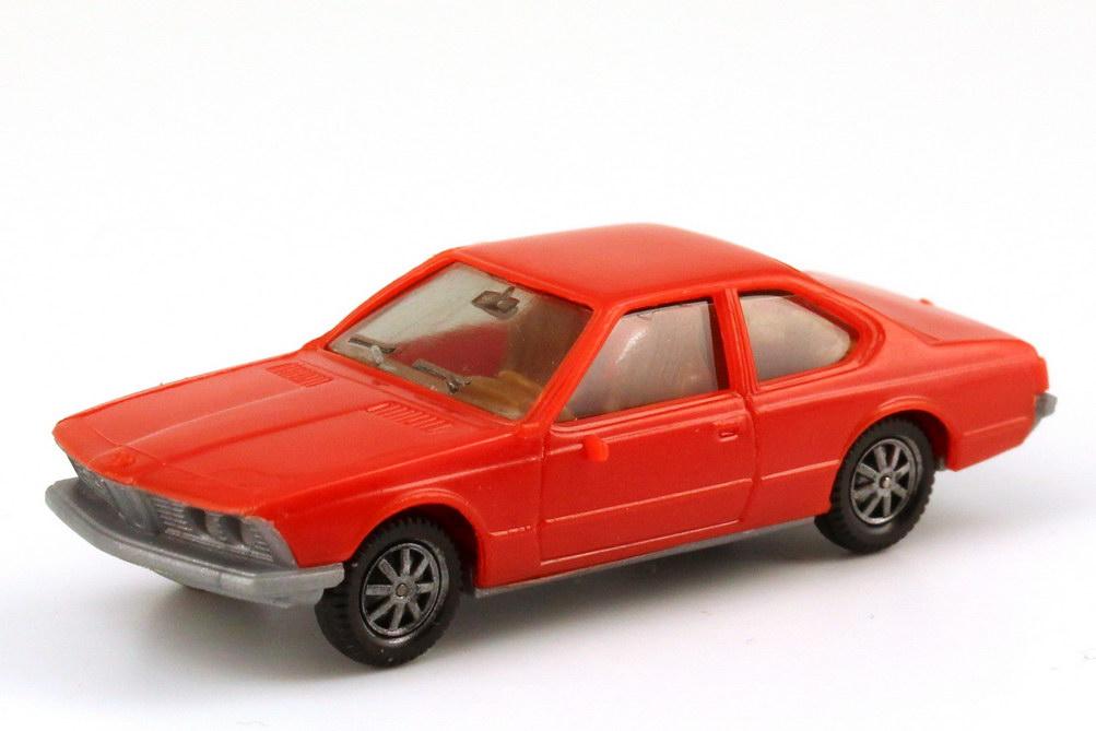 1:87 BMW 633 CSi (E24) orangerot, Bodenplatte grau, IA beige (oV)