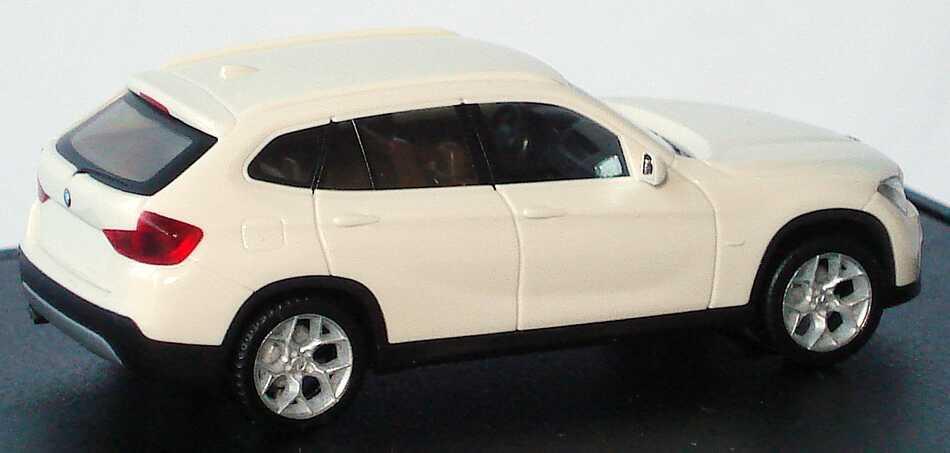 Foto 1:87 BMW X1 (E84) alpinweiß Werbemodell herpa 80412156807