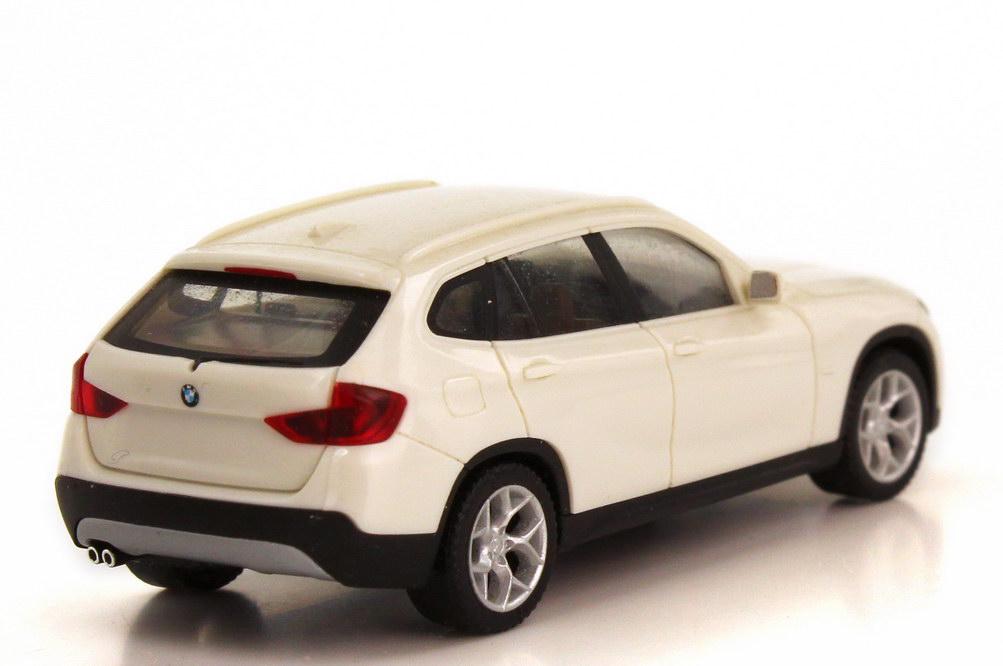 Foto 1:87 BMW X1 (E84) alpinweiß herpa 80412156807