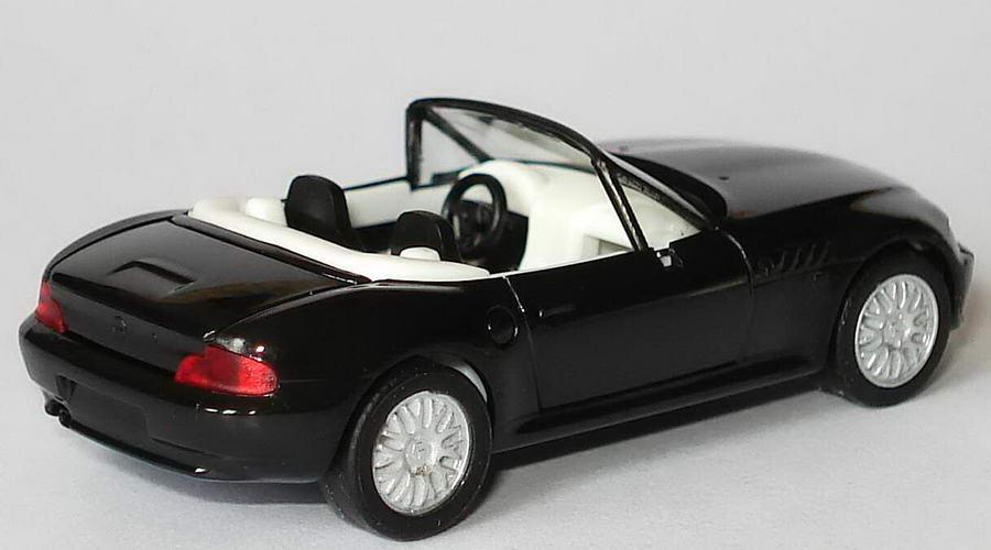 Foto 1:87 BMW Z3 Facelift schwarz, IA weiß, Felgen silber herpa 022743/188814