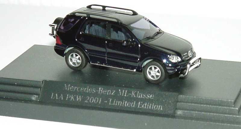 Foto 1:87 Mercedes-Benz ML-Klasse facelift W163 MOPF dunkelblau-met. IAA 2001 - Limited Edition - Werbemodell - Busch B66961329