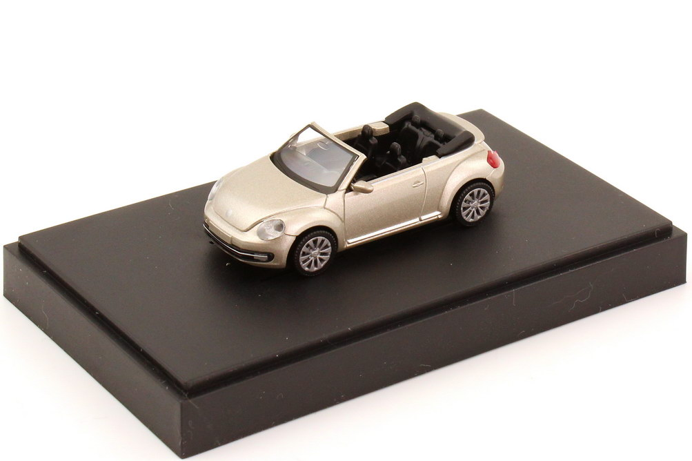 1:87 VW Beetle Cabrio (2013) moon-rock-silver-met. (VW)