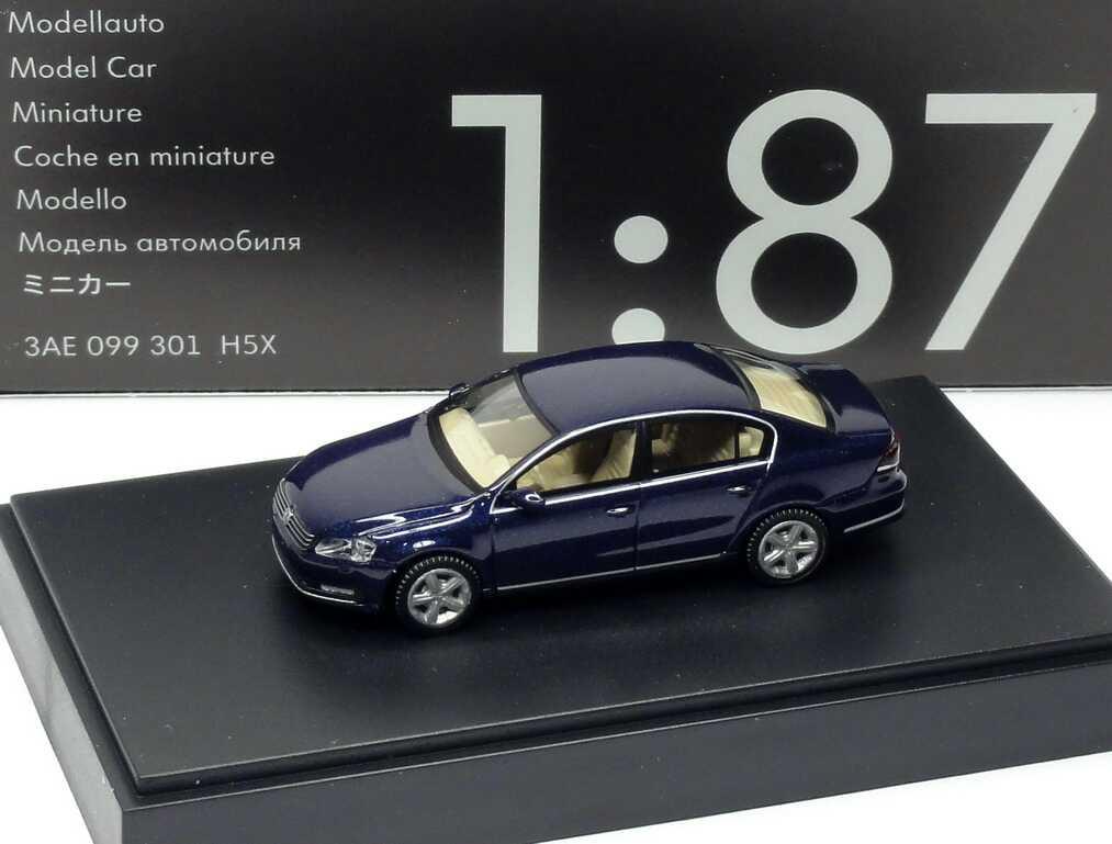 1:87 VW Passat (B7) 2010 night-blue-met. (VW)