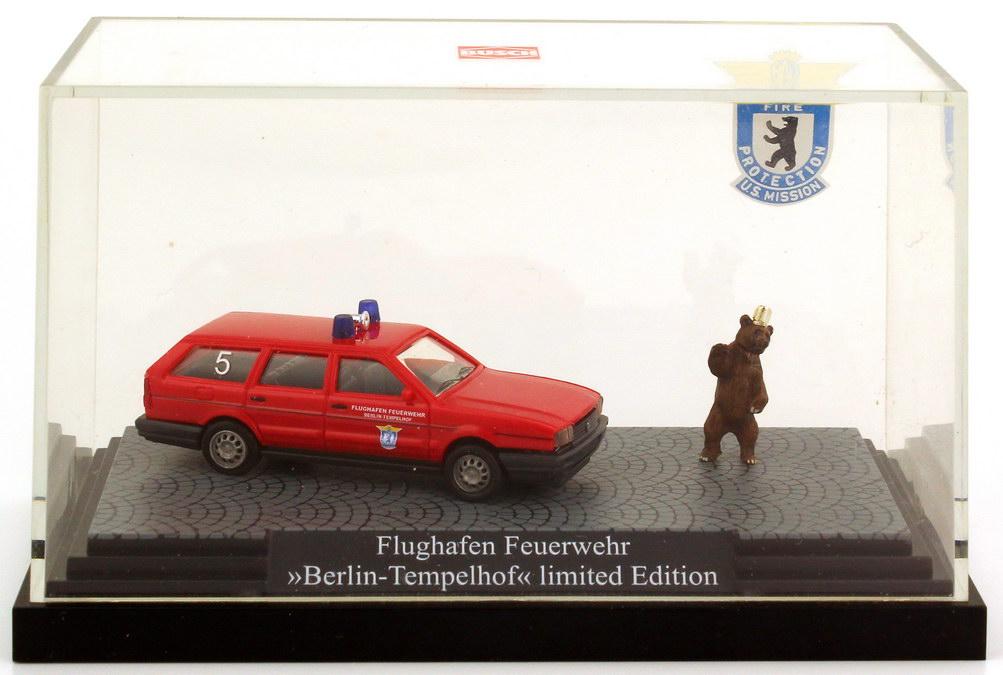 1 87 vw passat b2 variant facelift flughafen feuerwehr berlin tempelhof rot busch 48115. Black Bedroom Furniture Sets. Home Design Ideas