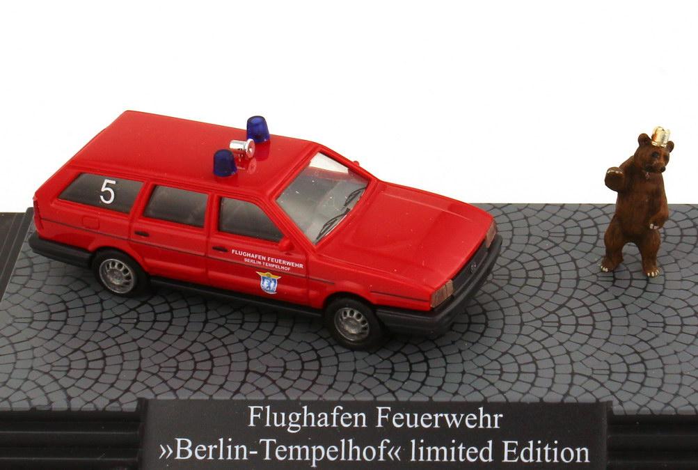 vw passat b2 variant facelift flughafen feuerwehr berlin tempelhof rot busch 48115 bild 2. Black Bedroom Furniture Sets. Home Design Ideas