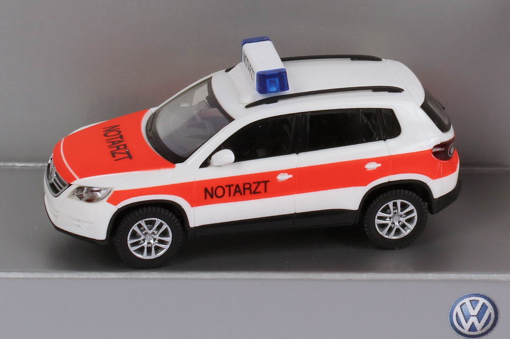 "1:87 VW Tiguan NEF ""Notarzt"" weiß/tagesleuchtrot (VW)"