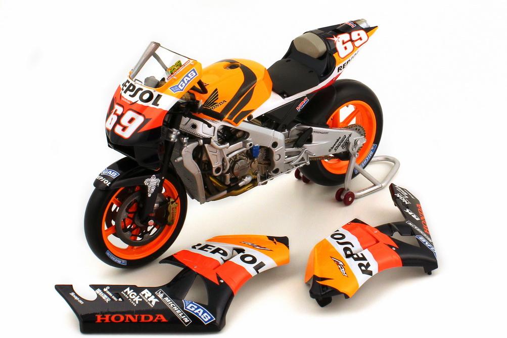 Foto 1:12 Honda RC211V Moto GP 2006 Repsol Nr.69 Nicky Hayden Minichamps 122 061069