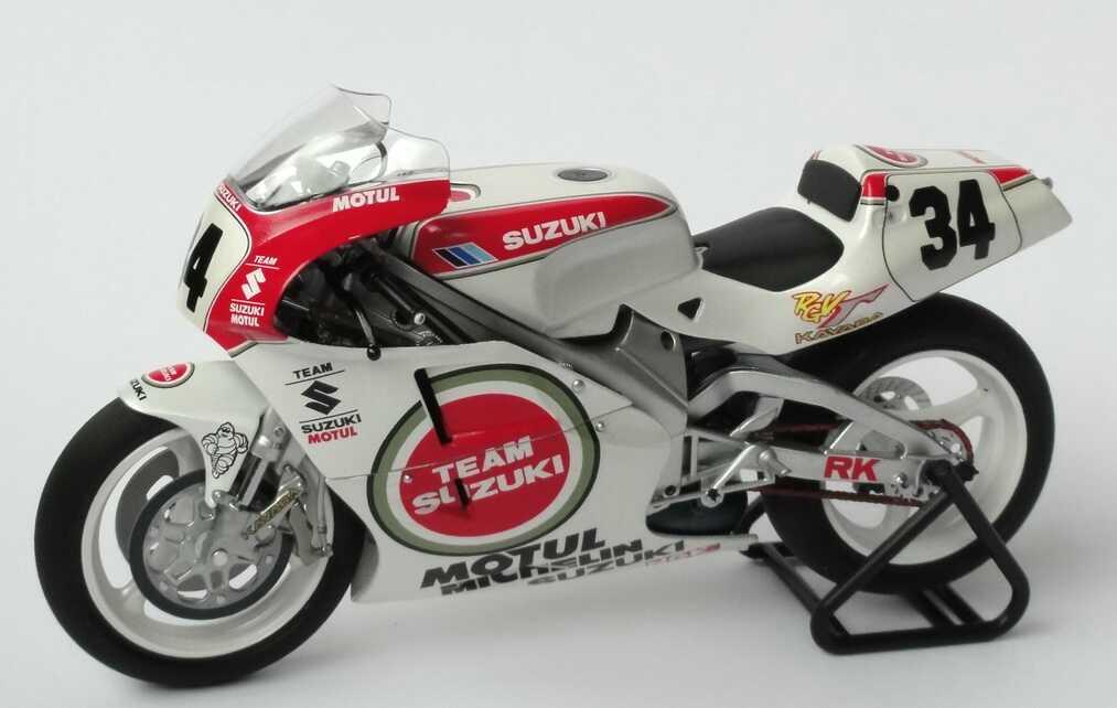 Foto 1:12 Suzuki RGV 500 Motorrad WM 1993 Team Suzuki Nr.34, Kevin Schwantz (World Champion) Minichamps 122932034