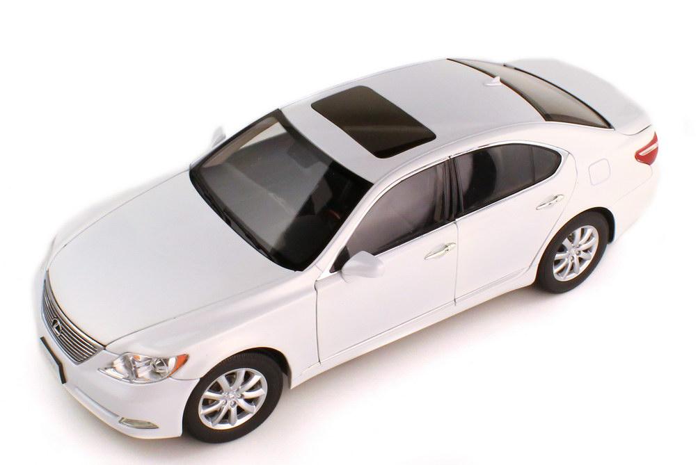 Foto 1:18 Lexus LS 460 2007 pearl-white-met. - Norev 188103