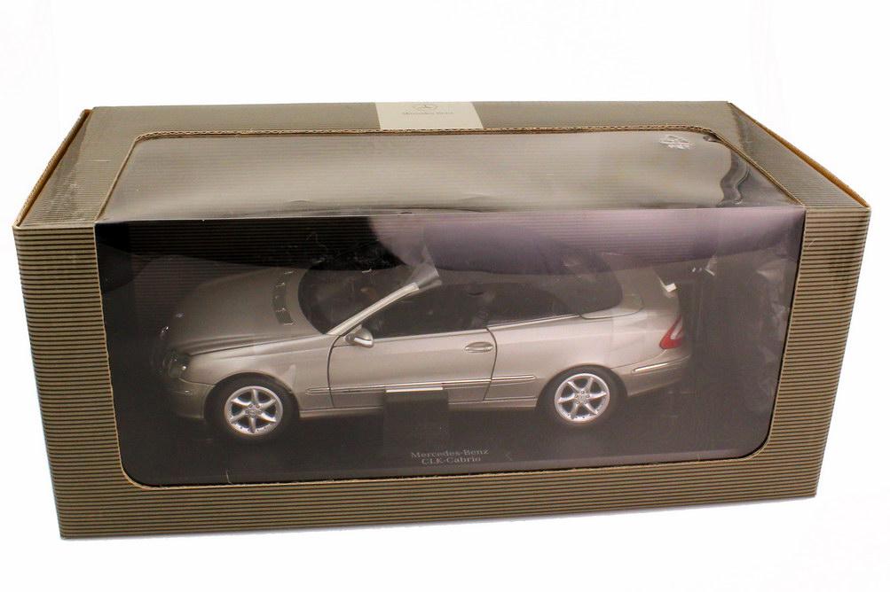 Foto 1:18 Mercedes-Benz CLK Cabrio A209 cubanitsilber-met. Sonderedition mit Lederinterieur und funktionsfähigem Verdeck - Werbemodell - Kyosho B66962182