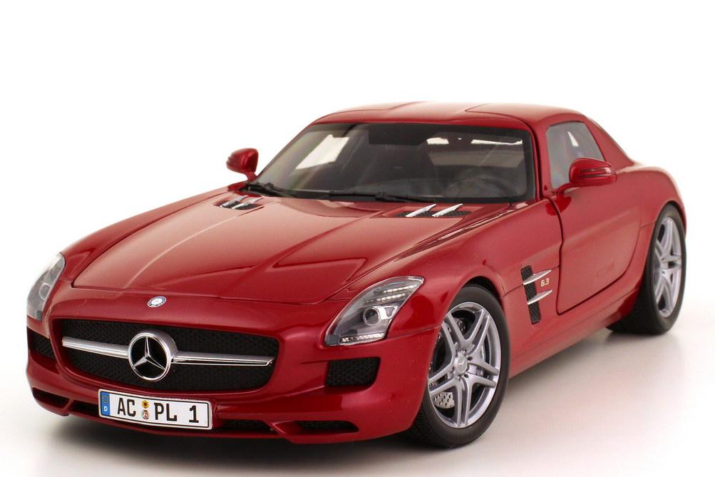 Foto 1:18 Mercedes-Benz SLS AMG C197 le-mans-rot-met. - Minichamps 100039020
