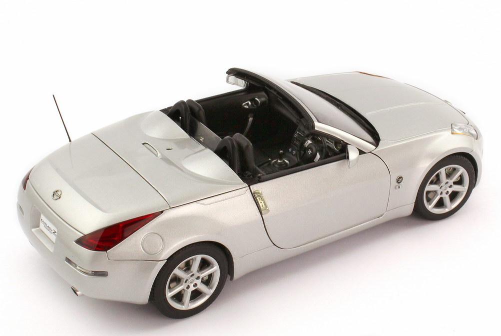 Foto 1:18 Nissan Fairlady Z 350Z Roadster Z33 RHD diamond-silver-met. - AUTOart 77376