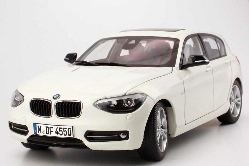 Foto 1:18 BMW 1er (F20) 5türig mineral-weiß Werbemodell BMW-Group 80432210021
