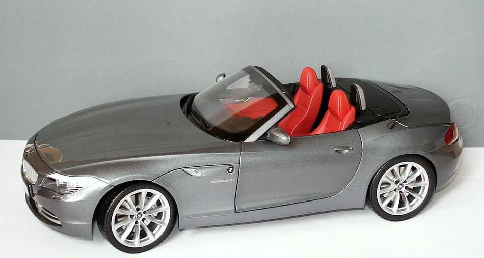 Foto 1:18 BMW Z4 sDrive35i (E89) spacegrau-met. Werbemodell Kyosho 80432147085