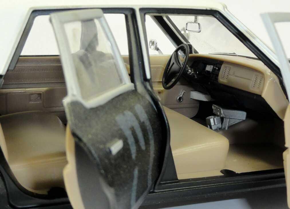 Foto 1:18 Dodge Monaco 1974 Police-Car Bluesmobile (TV-Movie: The Blues Brothers) Ertl 33855