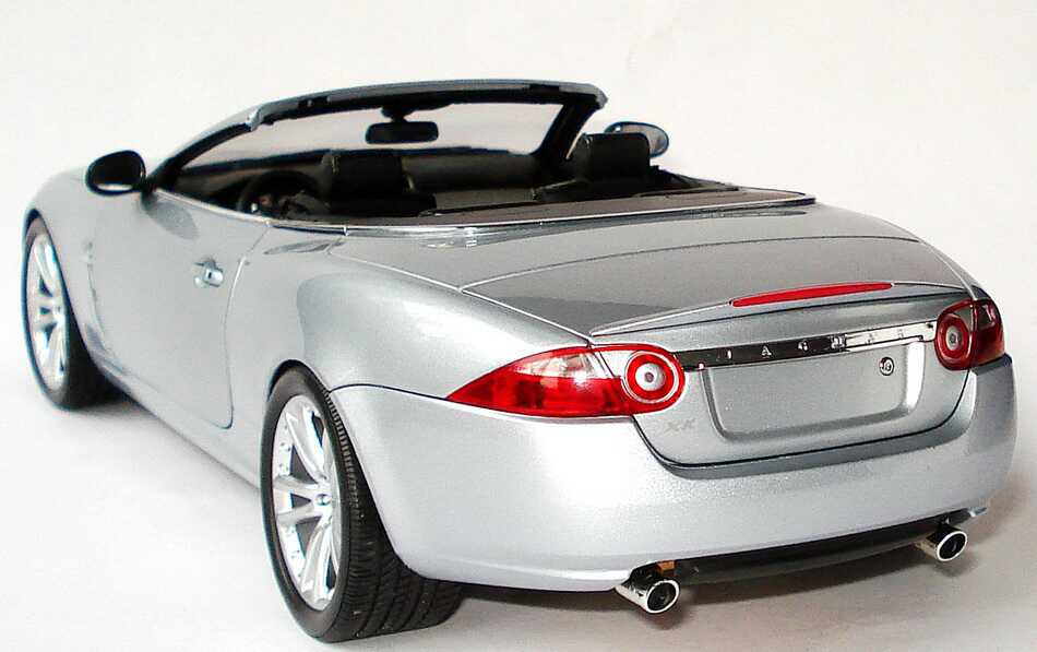 Foto 1:18 Jaguar XK Cabrio 2006 silber-met. Minichamps 150130530