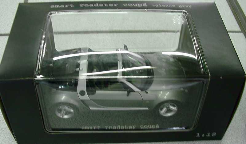 Foto 1:18 MCC Smart Roadster Coupé glance-grey-met. Werbemodell Maisto
