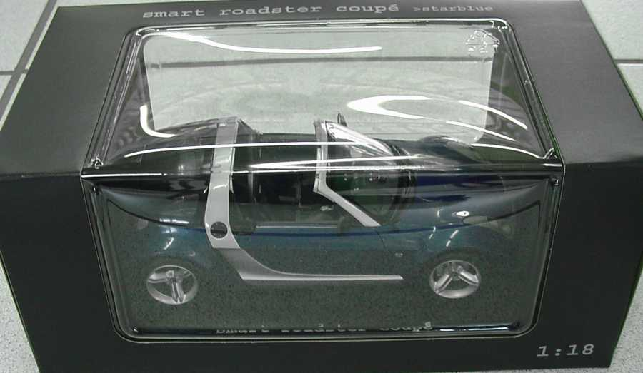 Foto 1:18 MCC Smart Roadster Coupé star-blue-met. Werbemodell Maisto