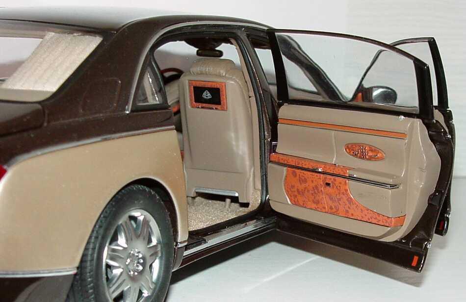 Foto 1:18 Maybach 62 dunkelbraunmet./goldmet., Sonderedition Werbemodell AUTOart B66962180