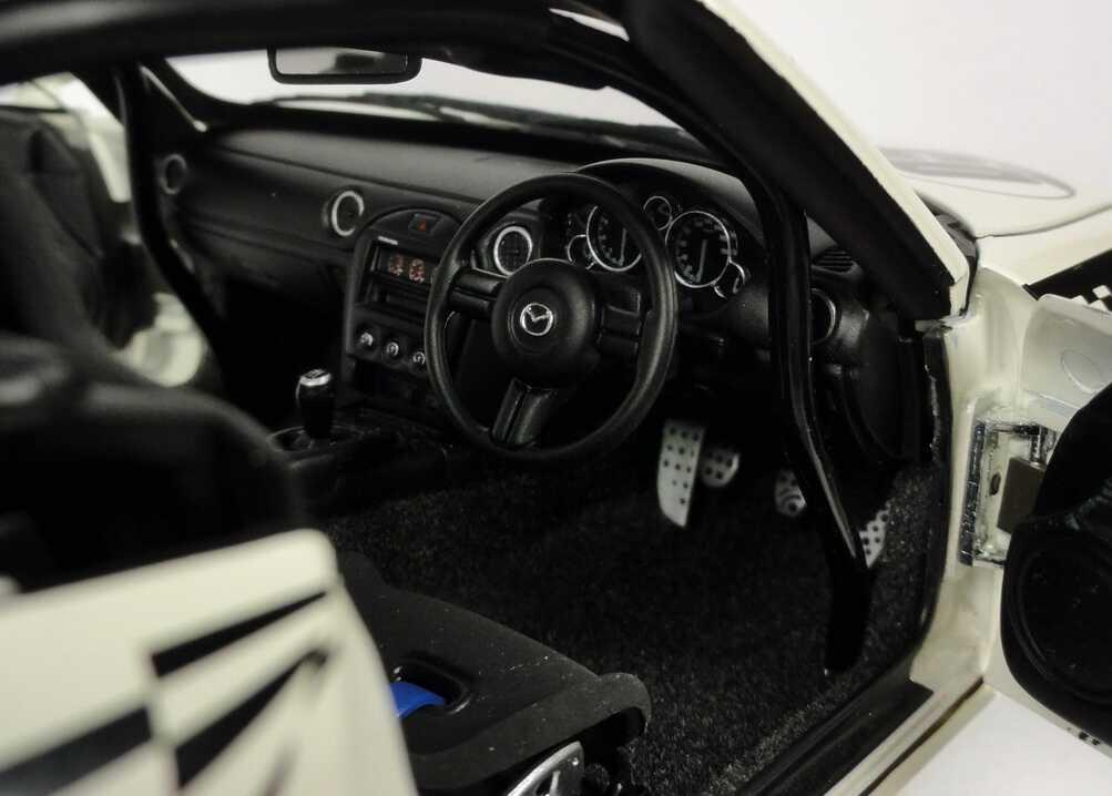 Foto 1:18 Mazda MX-5 / Roadster NR-A Mazdaspeed perlweiß Nr.05 (RHD) AUTOart 80644