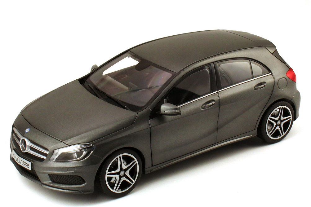 Foto 1:18 Mercedes-Benz A-Klasse 2012 (W176) mountain-grey-magno Werbemodell Norev B66960125
