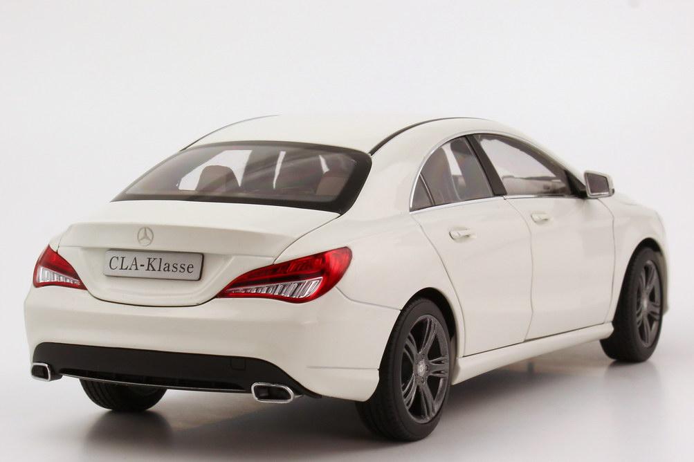 Foto 1:18 Mercedes-Benz CLA-Klasse 2013 (C117) zirrus-weiß Werbemodell Norev B66960132
