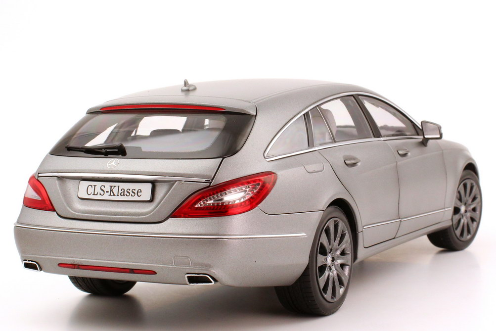 Foto 1:18 Mercedes-Benz CLS Shooting Brake (X218) designo-allanit-grau Werbemodell Norev B66960117