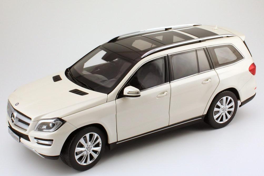 Foto 1:18 Mercedes-Benz GL-Klasse 2012 (X166) diamant-weiß-met. Werbemodell Norev B66960099
