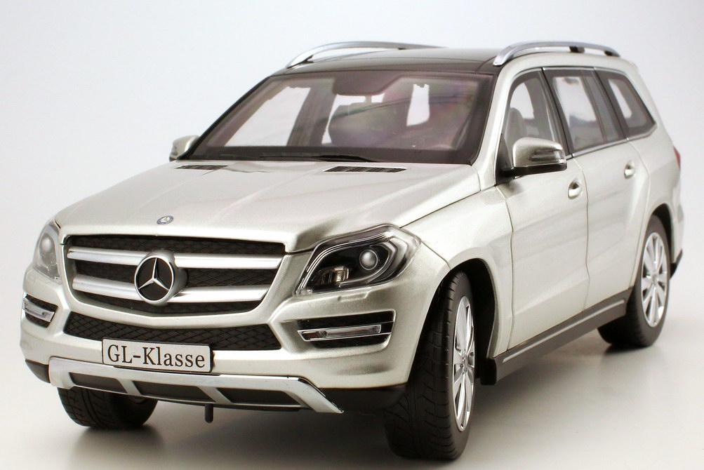 Foto 1:18 Mercedes-Benz GL-Klasse 2012 (X166) iridium-silber-met. Werbemodell Norev B66960097
