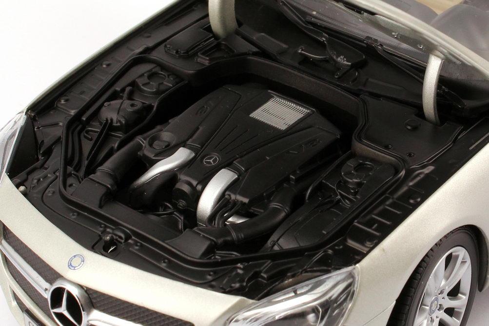 Foto 1:18 Mercedes-Benz SL-Klasse 2012 (R231) kristall-silber-magno Werbemodell Norev B66960106