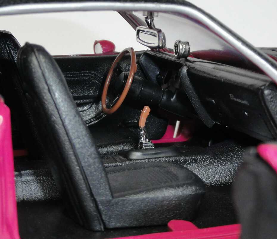 Foto 1:18 Plymouth AAR Cuda 1970 pink/mattschwarz mit Vinyldach Ertl 39322