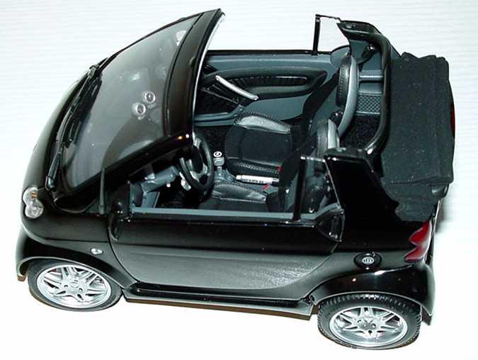 Foto 1:18 Smart ForTwo Cabrio BRABUS schwarz-met. Werbemodell Kyosho 0017770V001C02Q00