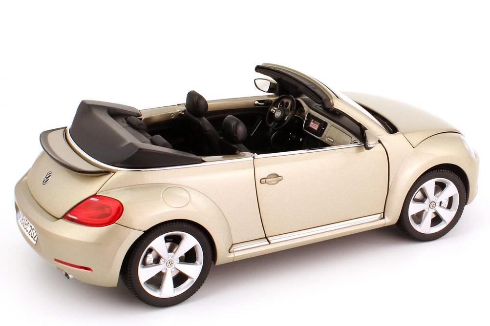 Foto 1:18 VW Beetle Cabriolet (2012) moon-rock-silver-met. Werbemodell Kyosho 5C3099302P7W
