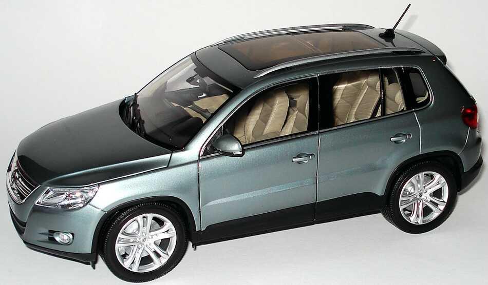 Foto 1:18 VW Tiguan mountaingrey-met. Werbemodell Norev 5N0099302R7N