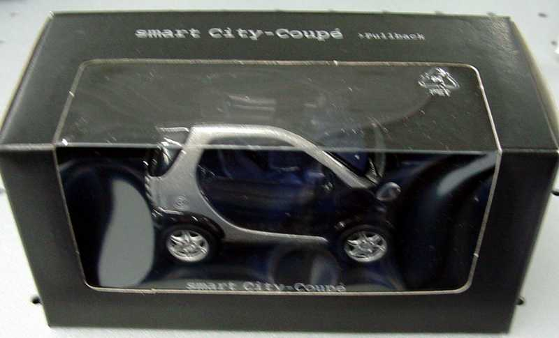 Foto 1:33 Pullback MCC Smart City-Coupé jack-black/silber-met. Werbemodell Maisto C0006102V001000000