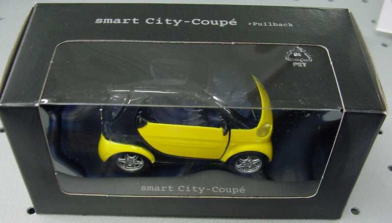 Foto 1:33 Pullback MCC Smart City-Coupé yellow/schwarz Werbemodell Maisto C0006102V001000000