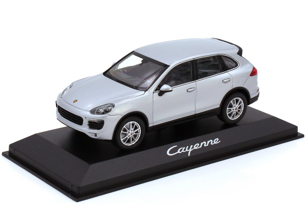 Foto 1:43 Porsche Cayenne Typ 958.2 klassiksilber-met. - Werbemodell - Minichamps WAP0200020E