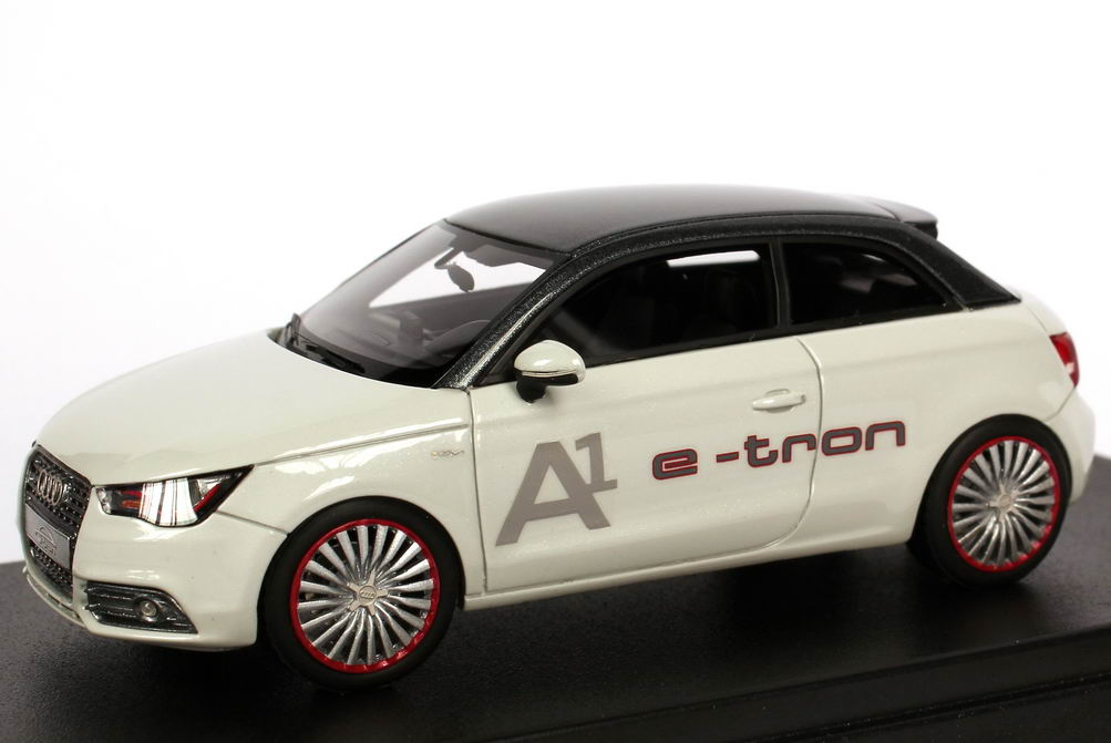 Foto 1:43 Audi A1 e-tron gletscher-weiß / quarz-grau-met. A1 e-tron Looksmart LSA1ETRON