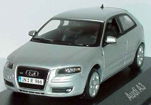 Foto 1:43 Audi A3 2005 3türig lichtsilber-met. Werbemodell Minichamps 5010503013