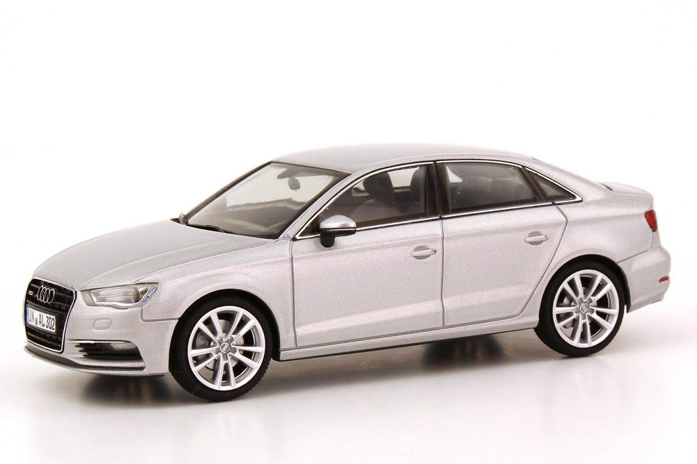 Foto 1:43 Audi A3 Limousine (8V) 2013 eis-silber-met. Werbemodell herpa 5011303123