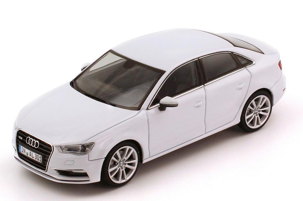 Foto 1:43 Audi A3 Limousine (8V) 2013 gletscher-weiß-met. Werbemodell herpa 5011303113