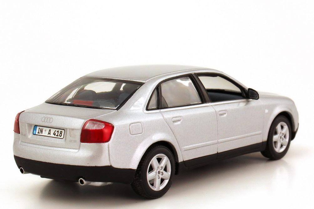 Foto 1:43 Audi A4 2.8 (B6) lichtsilber-met. Minichamps 501.00.041.33