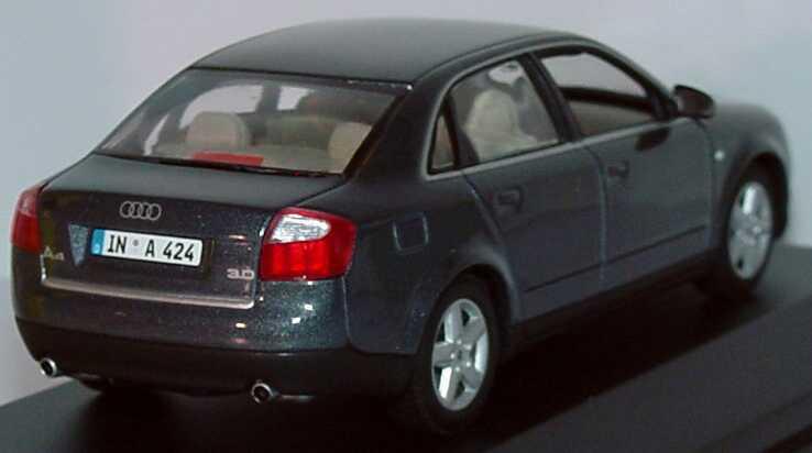 Foto 1:43 Audi A4 3.0 quattro (B6) delphingrau-met. Werbemodell Minichamps 5010004123