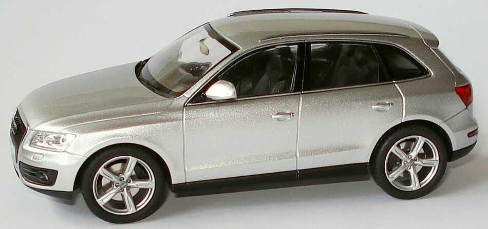 Foto 1:43 Audi Q5 3.0 TDI eissilber-met. Werbemodell Schuco 5010805623