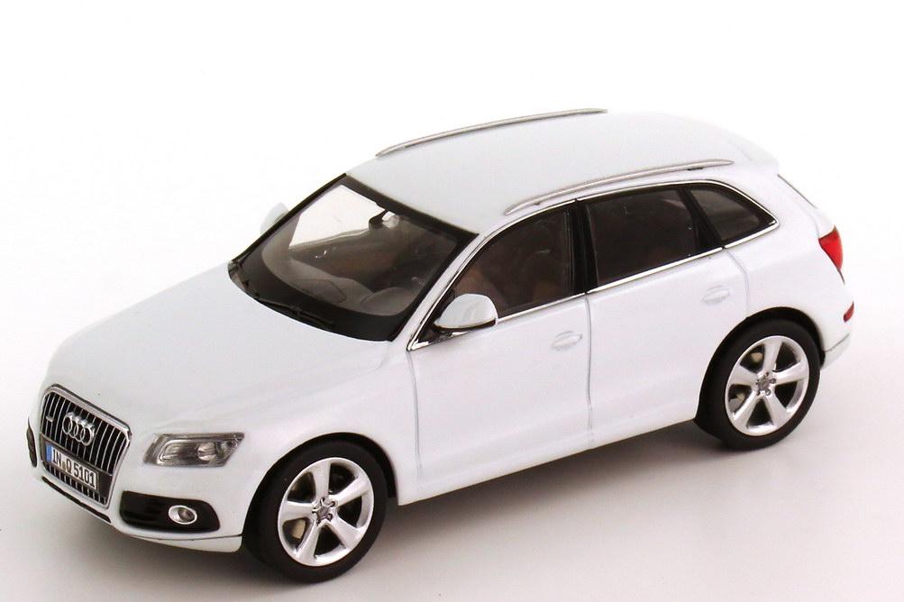 Foto 1:43 Audi Q5 Facelift 2012 gletscher-weiß Werbemodell Schuco 5011205613