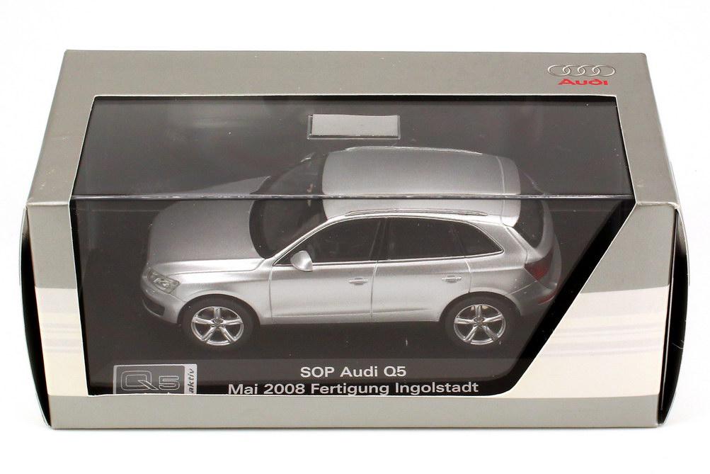 Foto 1:43 Audi Q5 3.0 TDI eissilber-met. SOP - Mai 2008 Fertigung Ingolstadt Werbemodell Schuco 5010805623