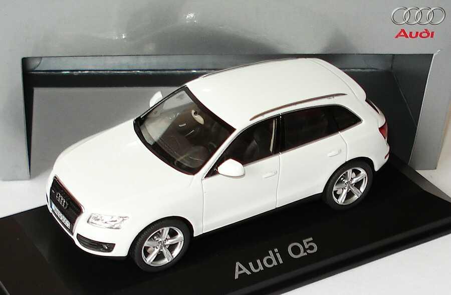 Foto 1:43 Audi Q5 3.0 TDI ibisweiß Werbemodell Schuco 5010805613
