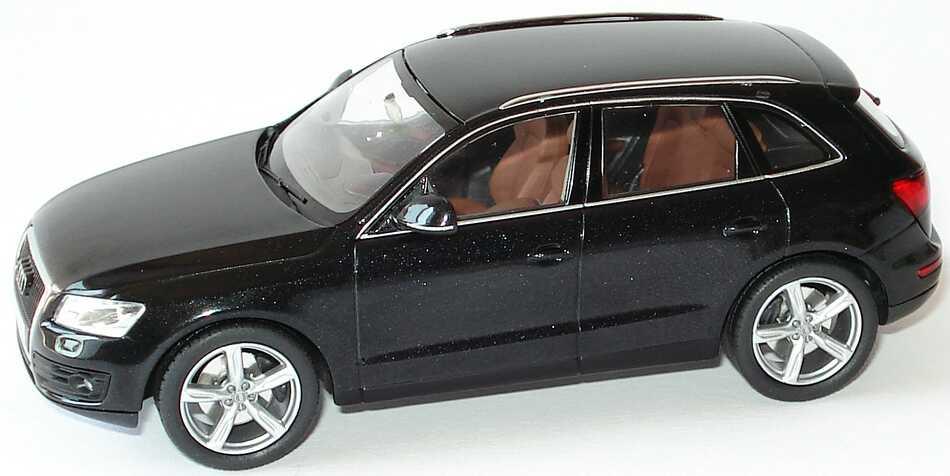 Foto 1:43 Audi Q5 3.0 TDI quattro phantomschwarz-met. Werbemodell Schuco 5010805633