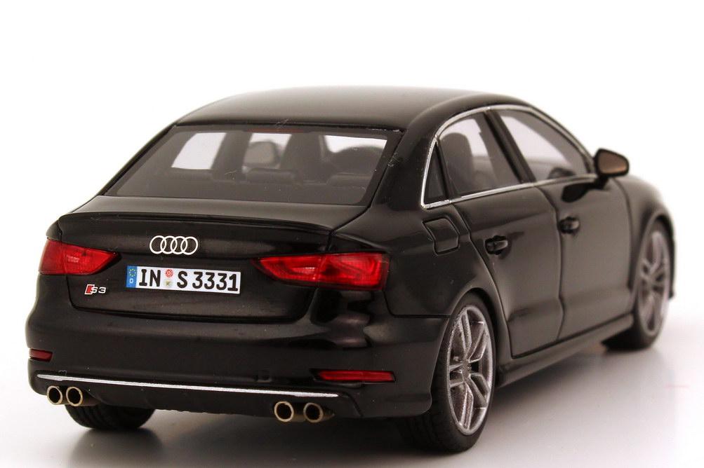 Foto 1:43 Audi S3 Limousine (8V) 2013 pantherschwarz-met. Werbemodell Minichamps 5011313113