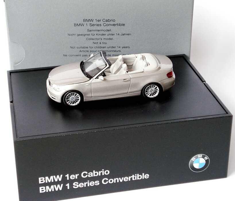 Foto 1:43 BMW 1er Cabrio (E88) cashmeresilber-met. Werbemodell Minichamps 80420427036